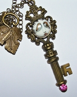 Key-Per Of The SNOOKS Necklace Pink